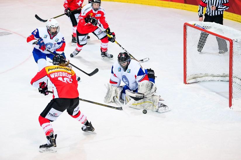 http://w-groupc.pyeongchang2018.iihf.hockey/media/1444206/17021116260948-LOPEZ.jpg?height=550&width=750